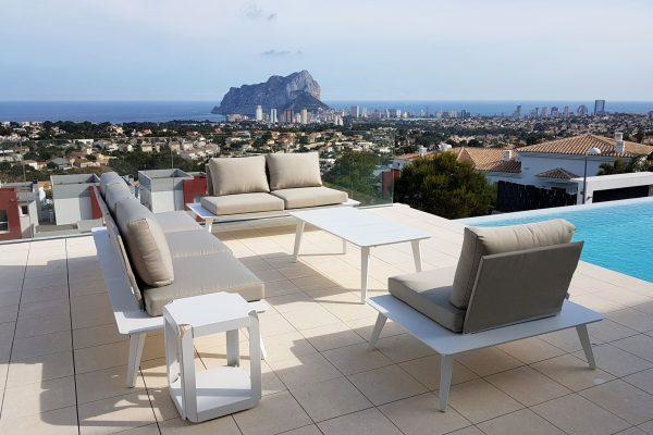 terraza con piscina en Calpe