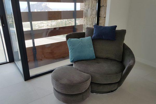 Butaca roxane de Fama Sofás en gris y azul