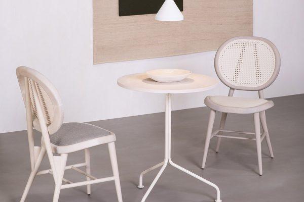 mesa y sillas de madera de Verges