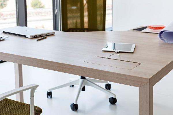 mesa de oficina acabado madera de Actiu en Peñiscola