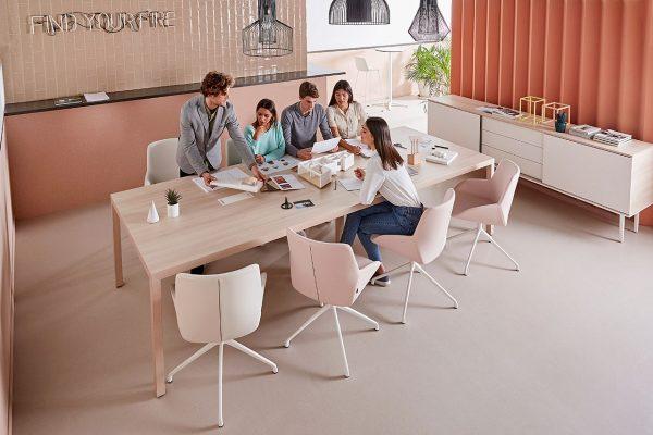 Mesa y silla para sala de juntas de Actiu en Vinaròs