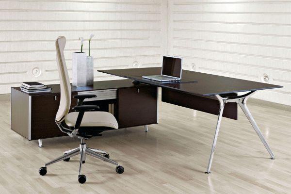 mesa y silla de dirección de Actiu