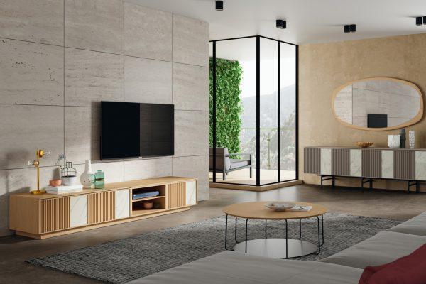salón en madera color claro de Mobenia