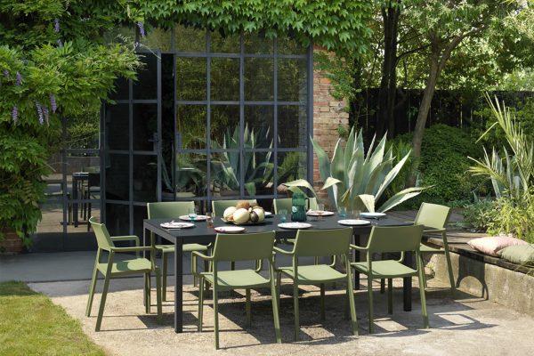 mesa y sillas de exterior de Nardi