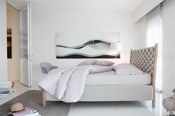 cama de madera tapizada de Noctis