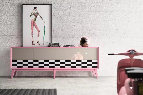 aparador lacado de la ebanistería color rosa