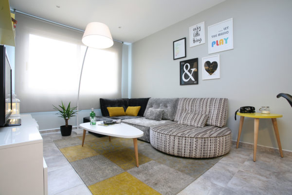 salón moderno con sofá Arianne Love de Fama