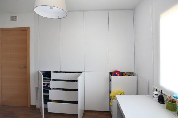 armario a medida color blanco con cajones