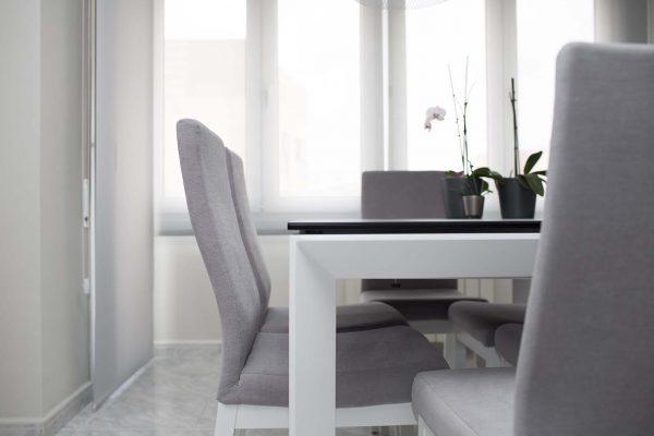 sillas de comedor tapizadas en gris