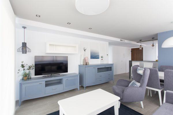 muebles salón de color azul