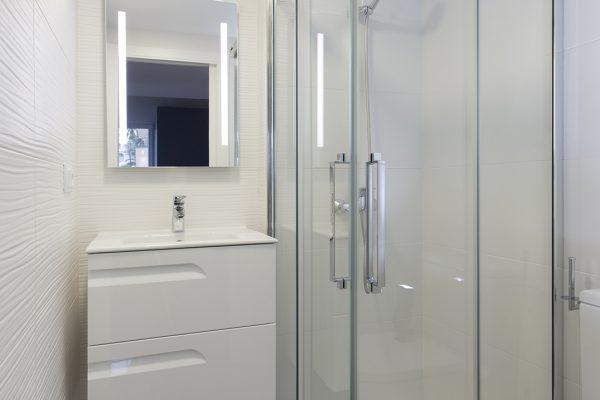 mueble de baño color blanco
