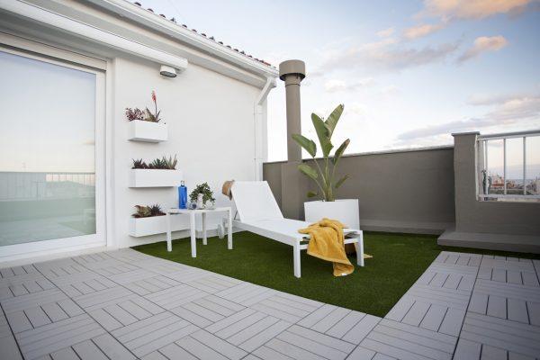 terraza ático con suelo sintético