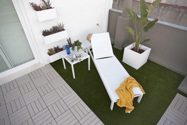 césped artificial en terraza ático