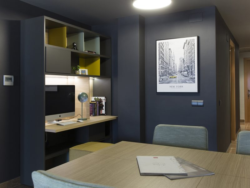 librería con escritorio de Vive