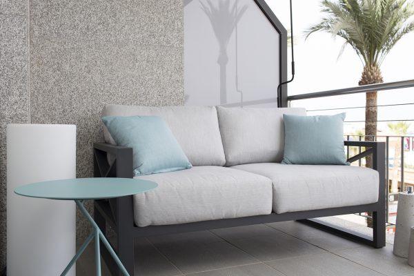 sofá de exterior en aluminio gris de iniciativa exterior tresi