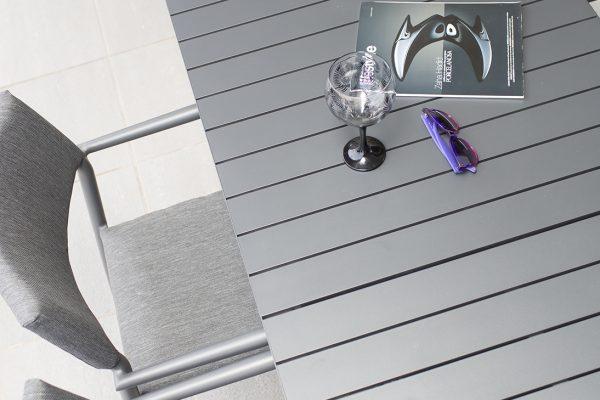 mesa y sillas de exterior