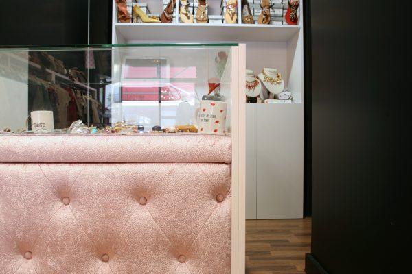 mostrador original tapizado en color rosa