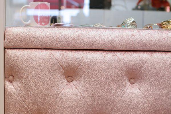 detalle capitoné rosa