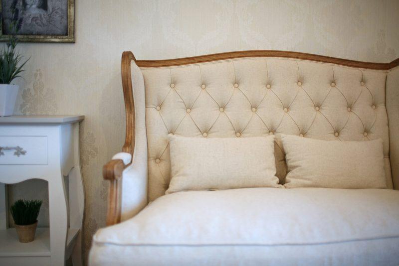 sofá tapizado capitoné